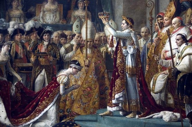 Napoleon cầm trên tay vương miện, chính thức trở thành hoàng đế Pháp.