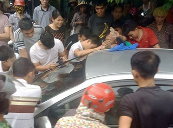 Bấm khóa xe và suýt để quên con trai trong ô tô tại Quảng Ninh - 1