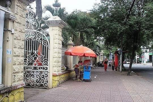 Cận cảnh biệt thự cổ 35 triệu đô quây tôn ở Sài Gòn - 2