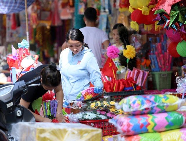 """Đồ chơi """"made in Việt Nam"""" bất ngờ lấn át Trung Quốc tại Hàng Mã trước mùa Trung thu - 1"""