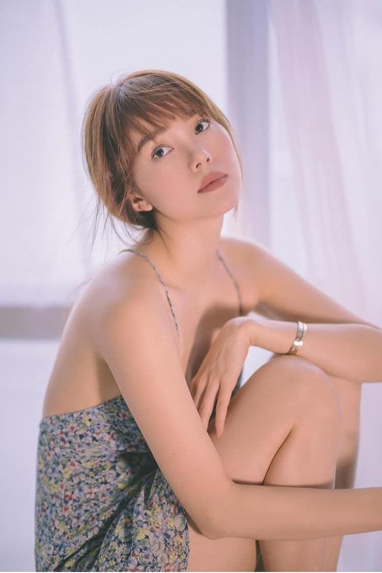 Bộ ảnh thời trang diện váy ngủ khoe vẻ đẹp tuổi thanh xuân của Minh Hằng - 6