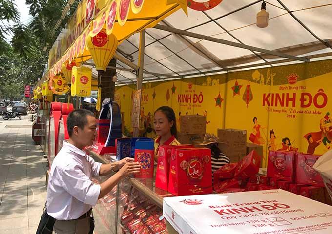 Hà Nội: Thị trường bánh trung thu nhộn nhịp, giá 4 triệu/hộp - 11