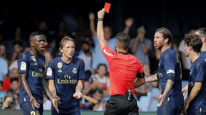 Tin HOT bóng đá sáng 19/8: Quả bóng vàng 2018 trần tình vụ thẻ đỏ
