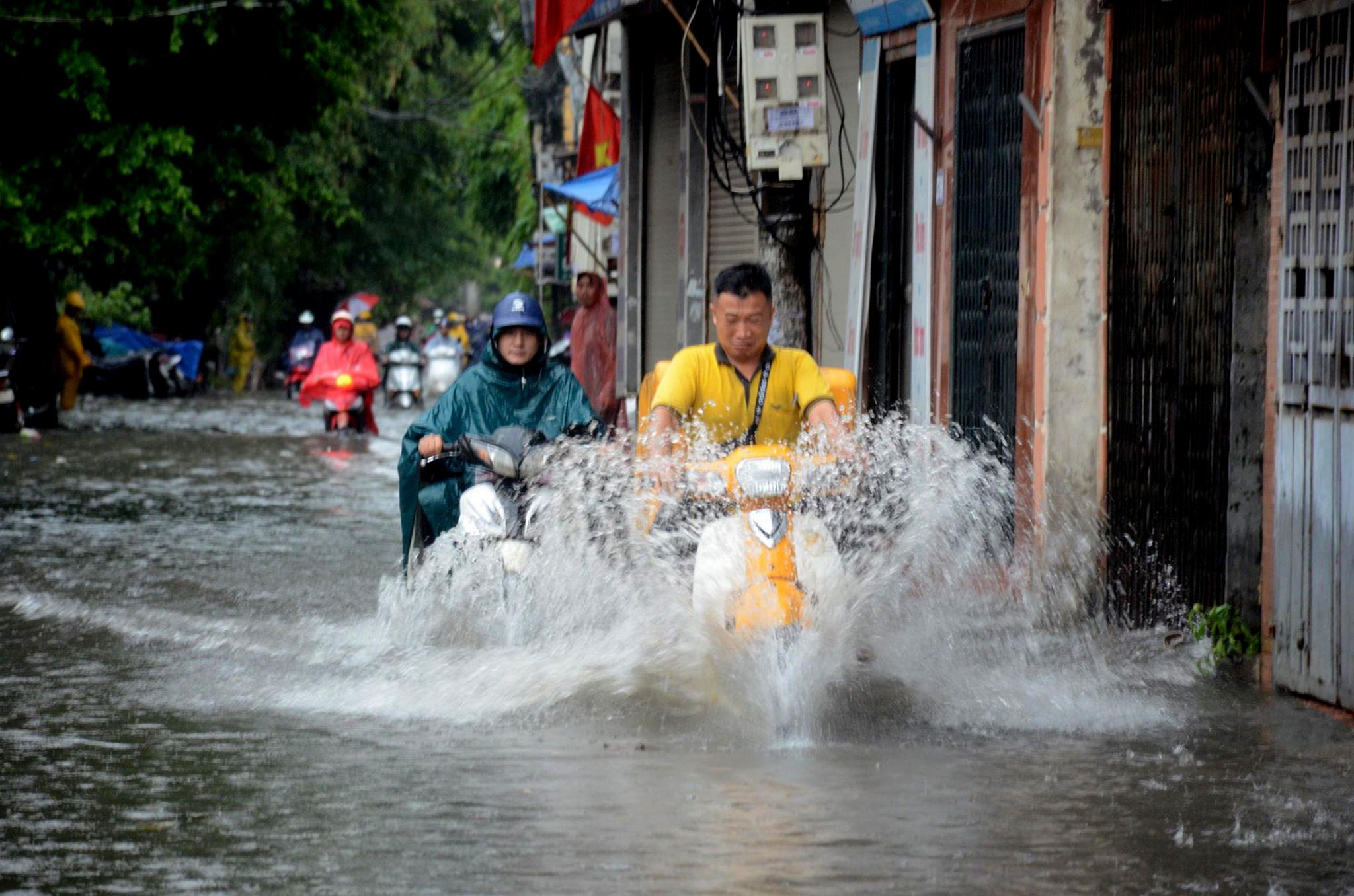 '. Đợt mưa to đang diễn ra ở Bắc Bộ và Bắc Trung Bộ còn kéo dài đến khi nào? .'