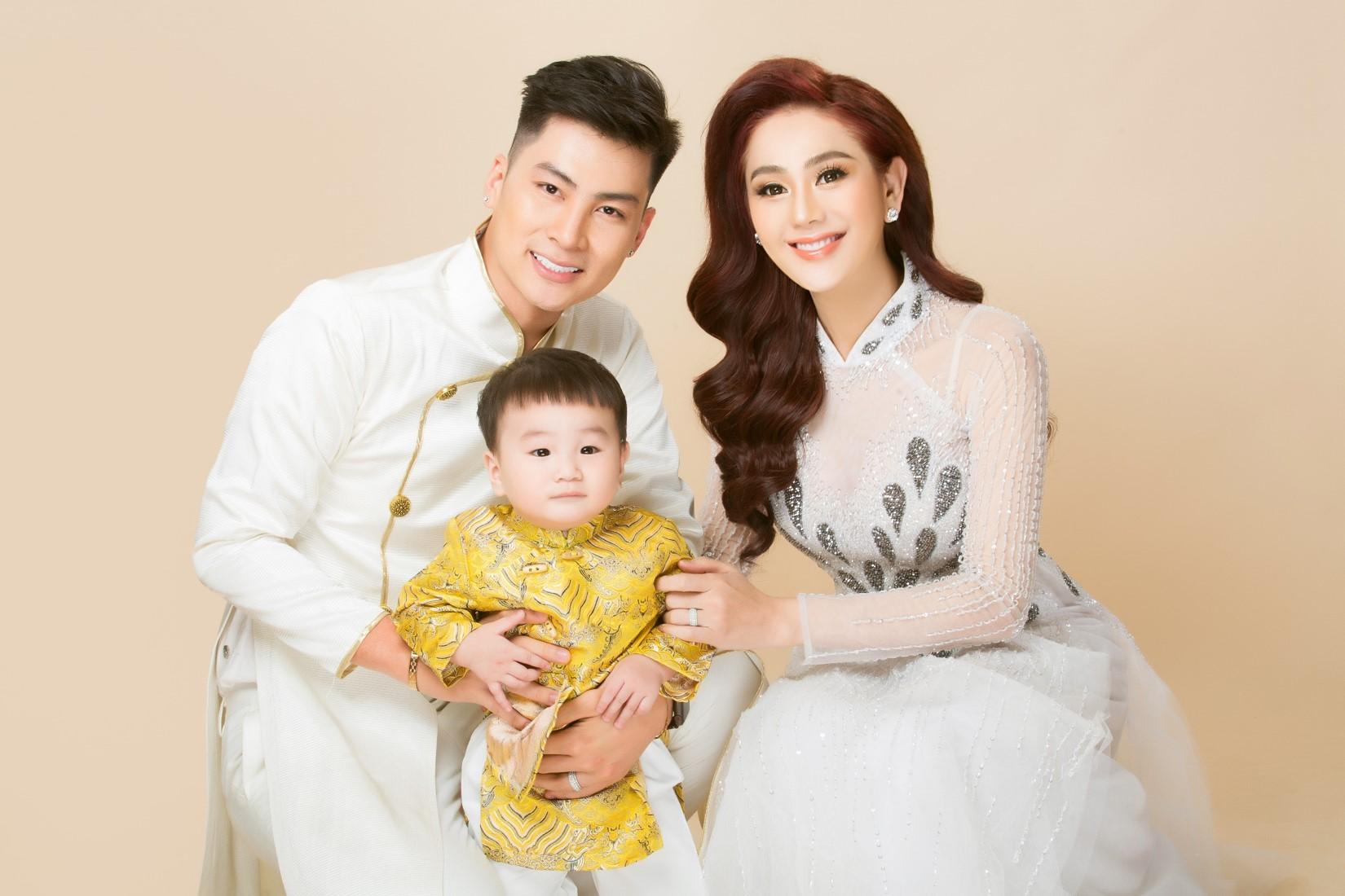 Vợ chồng Lâm Khánh Chi lần đầu chụp bộ ảnh cùng con trai nhờ người mang thai hộ - 3