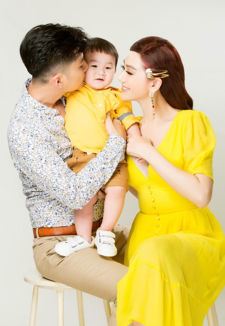 Vợ chồng Lâm Khánh Chi lần đầu chụp bộ ảnh cùng con trai nhờ người mang thai hộ - 6