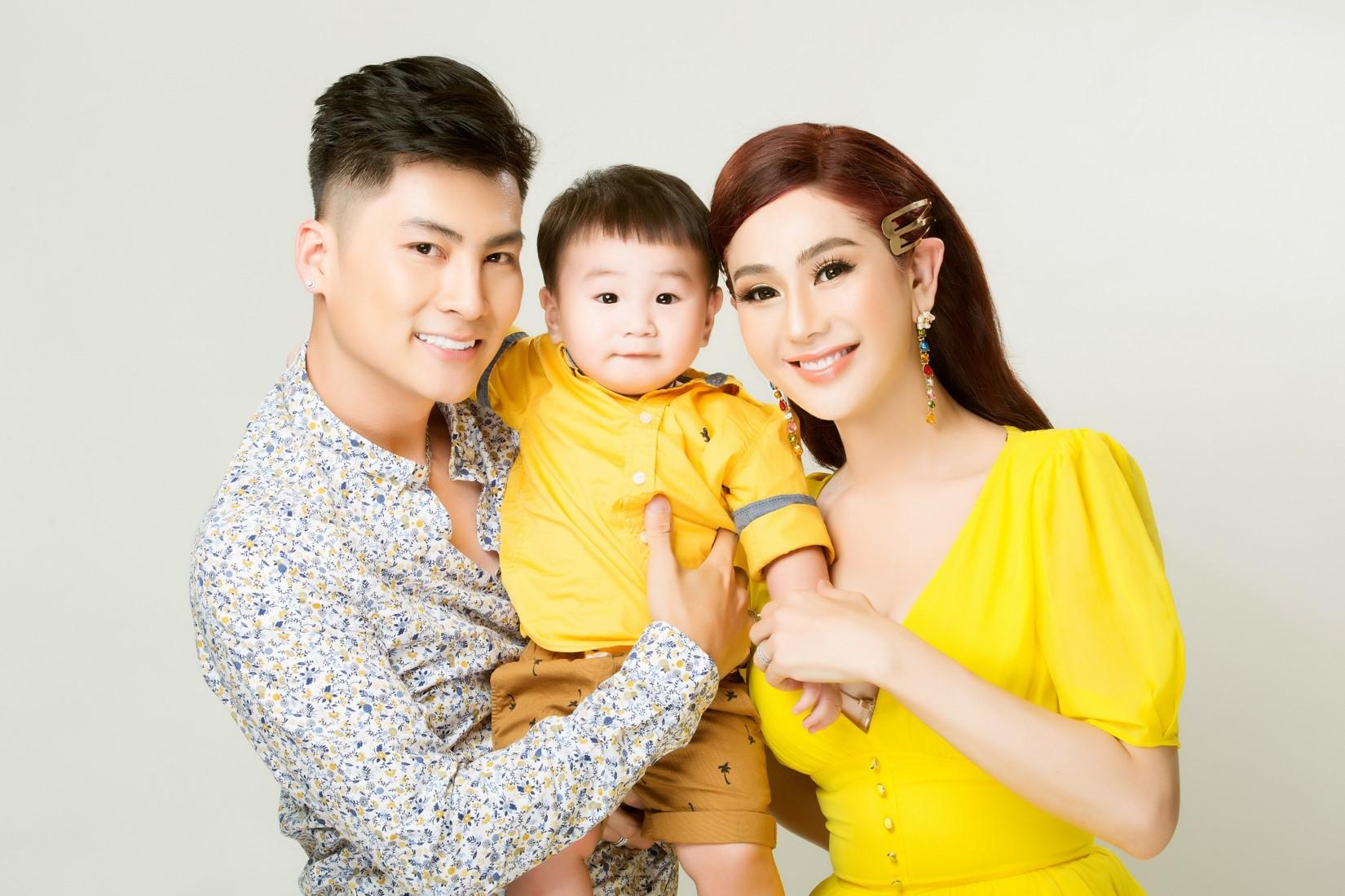 Vợ chồng Lâm Khánh Chi lần đầu chụp bộ ảnh cùng con trai nhờ người mang thai hộ - 4