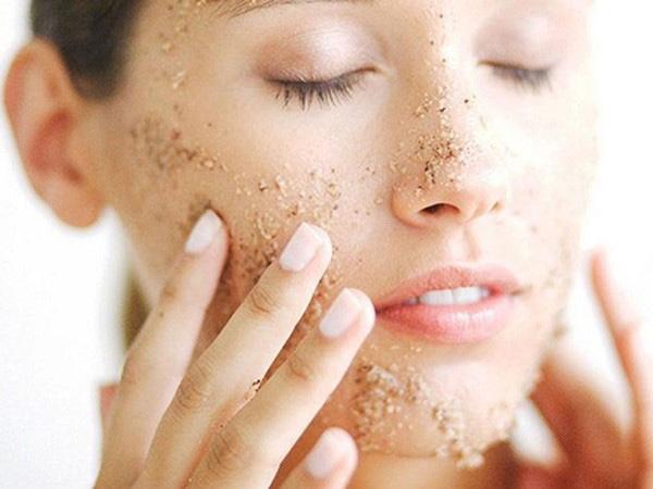 Tẩy da chết có thực sự giúp da đẹp và làm chậm quá trình lão hóa? - 3