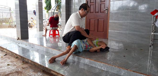 """Người cha của hơn 100 đứa trẻ và những câu chuyện xót xa khi đưa con về từ """"cõi chết"""" - 3"""