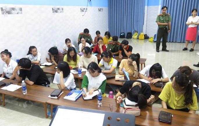 Bắt quả tang một trung tâm ngoại ngữ truyền đạo trái phép ở Đà Nẵng - 1