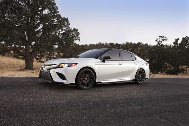 Toyota Camry TRD 2020 chính thức công bố giá bán rẻ bất ngờ - 2