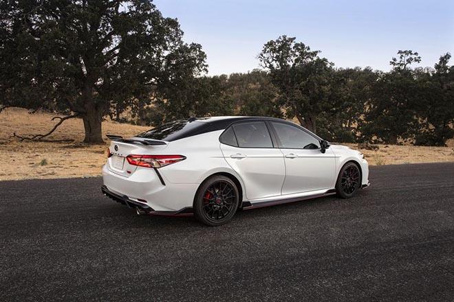 Toyota Camry TRD 2020 chính thức công bố giá bán rẻ bất ngờ - 3