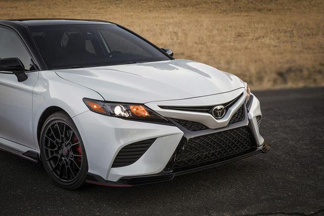 Toyota Camry TRD 2020 chính thức công bố giá bán rẻ bất ngờ - 1