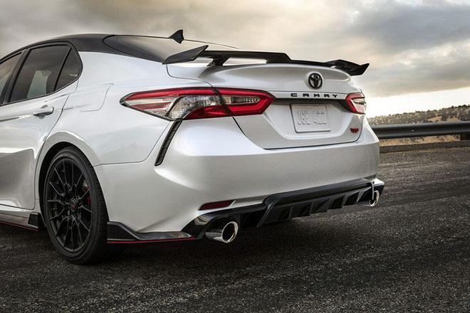 Toyota Camry TRD 2020 chính thức công bố giá bán rẻ bất ngờ - 6