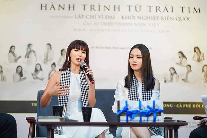 Siêu mẫu Hà Anh, người đẹp Thủy Tiên tặng sách sinh viên TP.HCM - 3