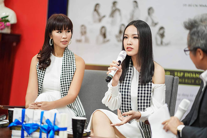 Siêu mẫu Hà Anh, người đẹp Thủy Tiên tặng sách sinh viên TP.HCM - 6