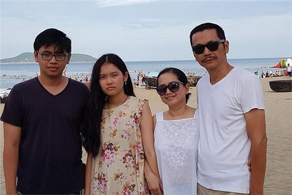 """Người phụ nữ tần tảo hiền thục đằng sau thành công của NSƯT Trung Anh """"Về nhà đi con"""" - 7"""