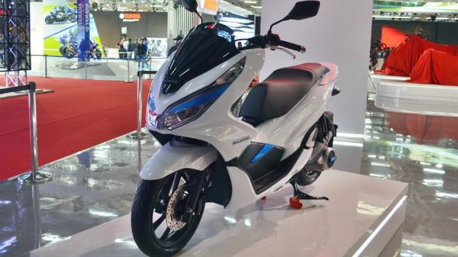 Rò rỉ Honda PCX 150 mới, so găng gay cấn với Yamaha NMax 155
