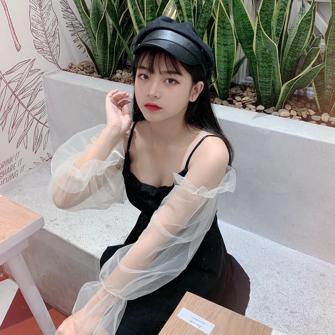 """""""Tiểu mỹ nhân"""" Sài Thành làm người mẫu từ cấp 3"""
