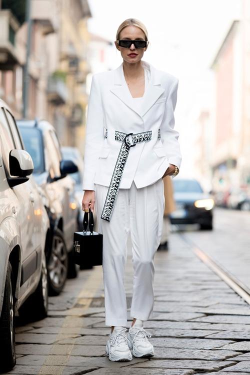 4 lý do nên mặc màu trắng mùa mát - 12