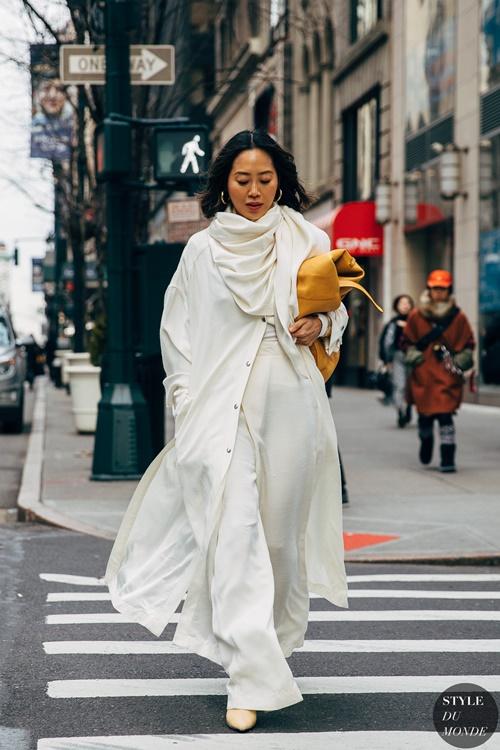 4 lý do nên mặc màu trắng mùa mát - 13