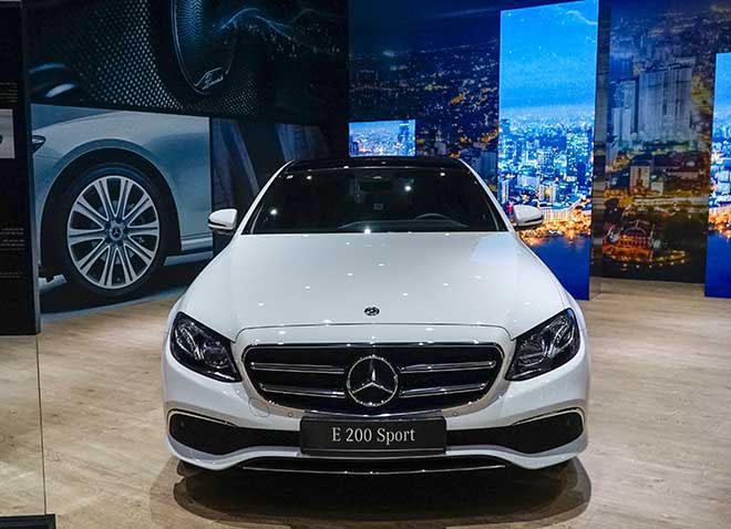 Bảng giá xe Mercedes E Class 2019 mới nhất - Mercedes E300 đã quay trở lại! - 2