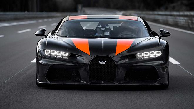 Bugatti Chiron đạt tốc độ gần 500 km/h trên đường thực tế - 1
