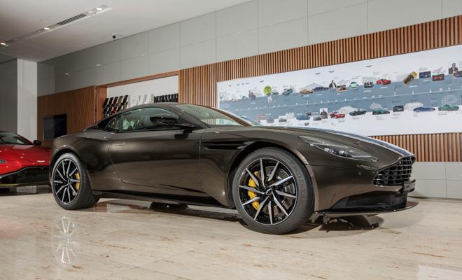 Tận mục sở thị siêu xe Aston Martin DB11 V8 màu độc tại TP.HCM - 1