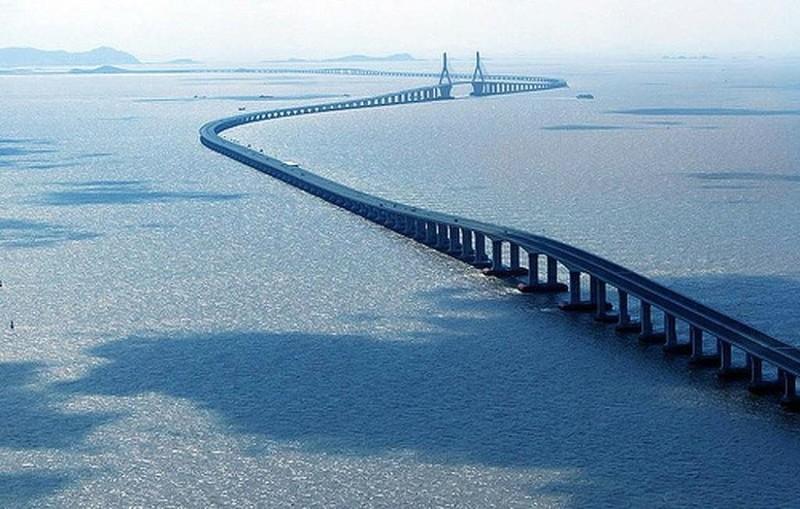 Vòng quanh thế giới ngắm những cây cầu độc nhất vô nhị - 1