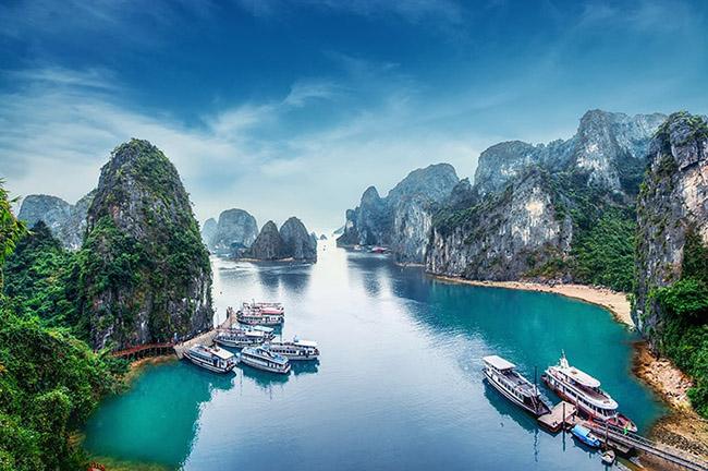 """Vịnh Hạ Long lọt vào top """"những nơi đẹp tuyệt vời bạn nhất định phải đến 1  lần trong đời"""""""