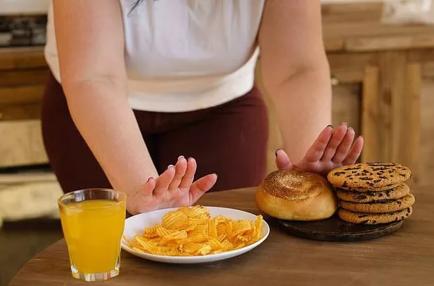 Nguyên nhân bất ngờ khiến nhiều người ăn ít vẫn mập - 1