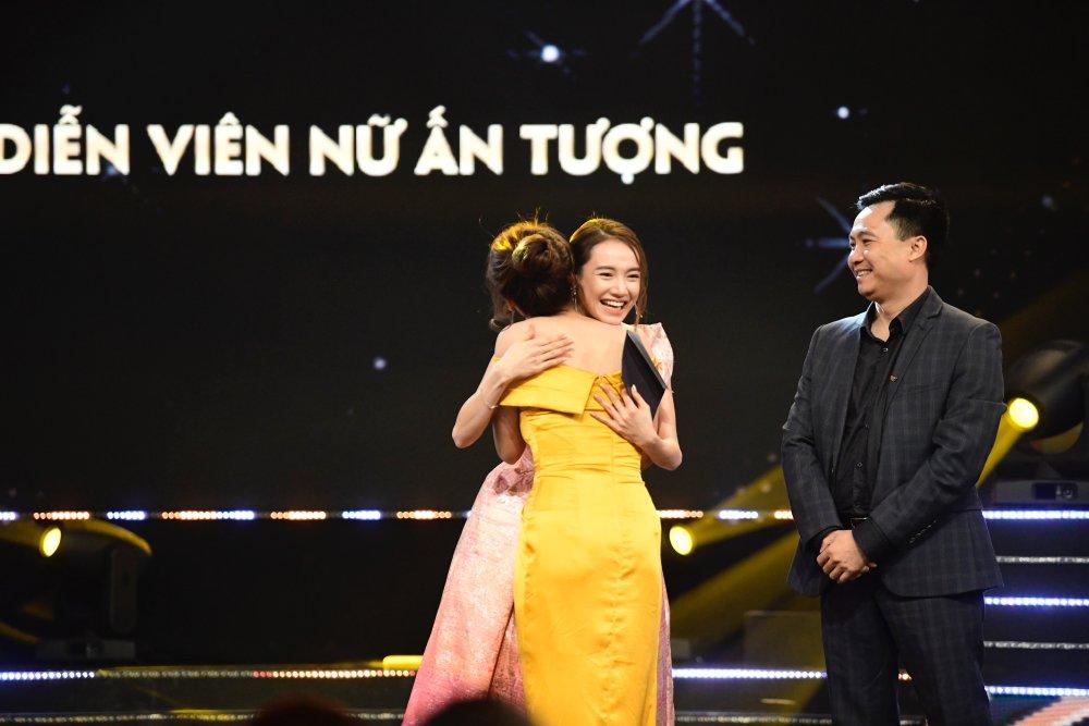 Bảo Thanh ôm Nhã Phương trên sóng trực tiếp VTV, xóa bỏ nghi ngờ mâu thuẫn - 11