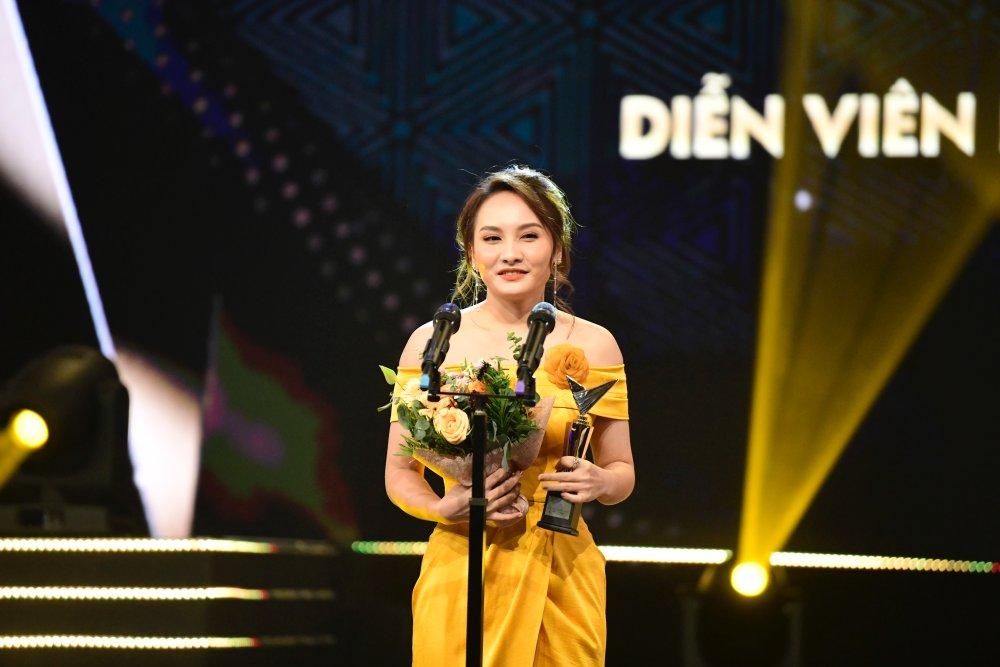Bảo Thanh ôm Nhã Phương trên sóng trực tiếp VTV, xóa bỏ nghi ngờ mâu thuẫn - 13