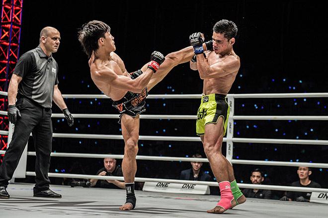 Duy Nhất knock-out võ sĩ chuyên nghiệp: Chưa dùng đến tuyệt kỹ mạnh nhất - 1