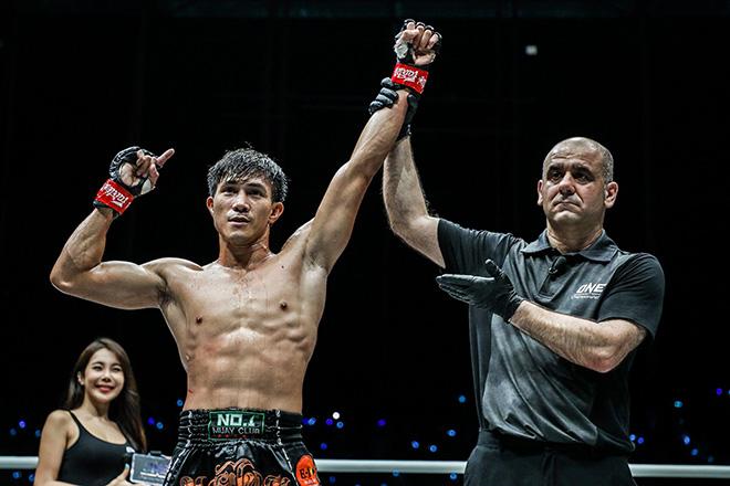 Duy Nhất knock-out võ sĩ chuyên nghiệp: Chưa dùng đến tuyệt kỹ mạnh nhất - 2