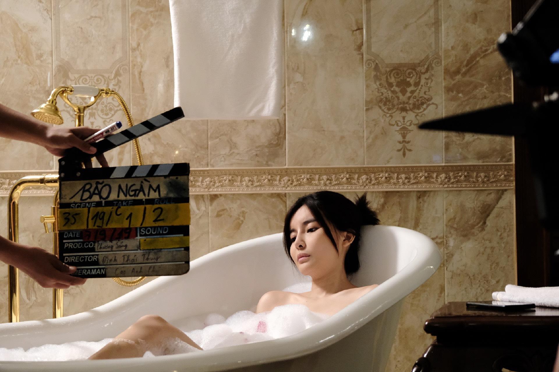 Thực hư Cao Thái Hà lộ ảnh hớ hênh trong bồn tắm - 3