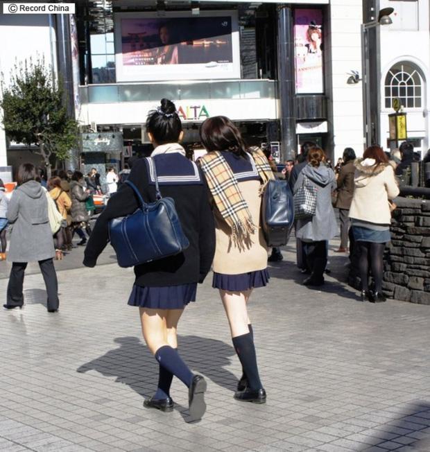 Ngắm những bộ đồng phục học sinh đẹp nhất thế giới: Nơi gây choáng vì đắt đỏ, nơi cầu kỳ hết sức - 2