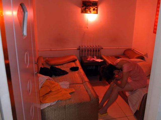 """Ôm mộngvào showbiz, 7 cô gái bị bán vào """"động massage"""""""