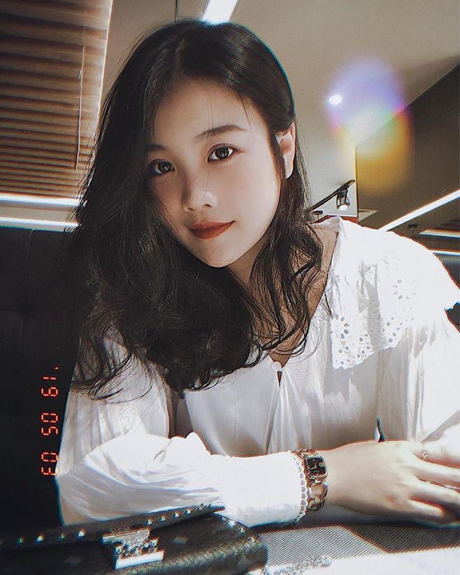 Cao 1,56m, bạn gái Đoàn Văn Hậu sở hữu gu thời trang ấn tượng
