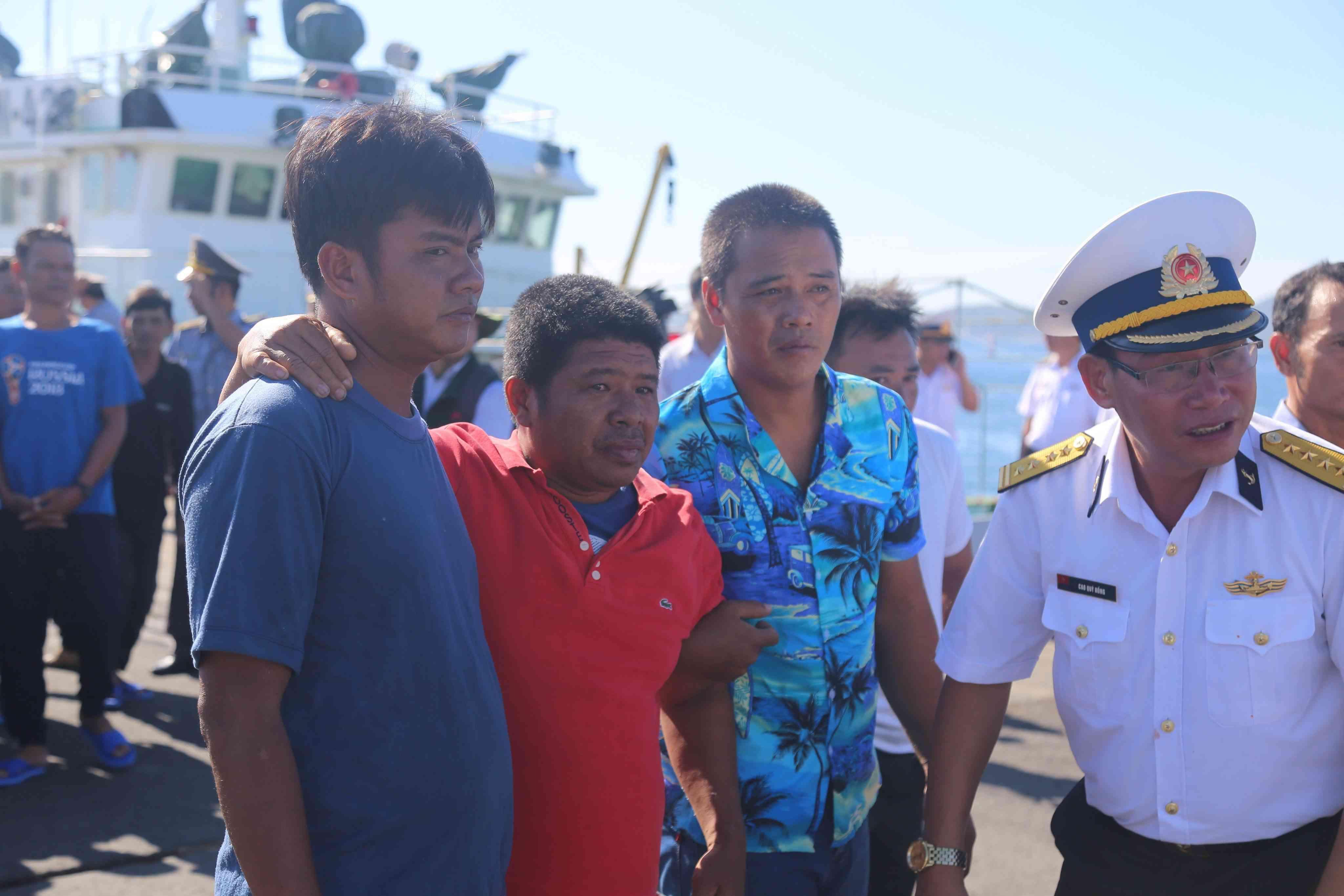Lật tàu câu mực tại Trường Sa: Cứu được 41 ngư dân, 3 người vẫn mất tích