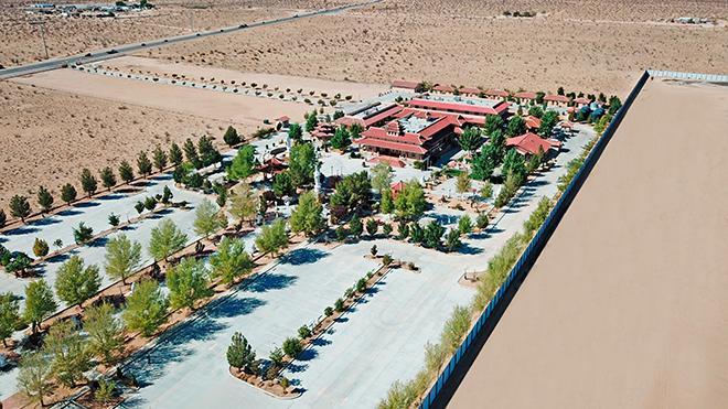 Chiêm ngưỡng ngôi chùa Việt Nam lớn nhất trên sa mạc ở Mỹ - 2