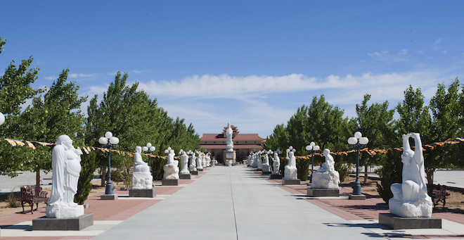 Chiêm ngưỡng ngôi chùa Việt Nam lớn nhất trên sa mạc ở Mỹ - 14