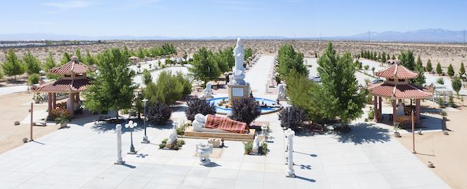 Chiêm ngưỡng ngôi chùa Việt Nam lớn nhất trên sa mạc ở Mỹ - 15