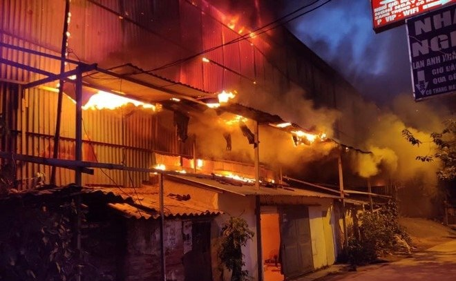 Tiết lộ sốc về mức độ độc hại từ vụ cháy Rạng Đông, nhà đầu tư bán tháo cổ phiếu - 2