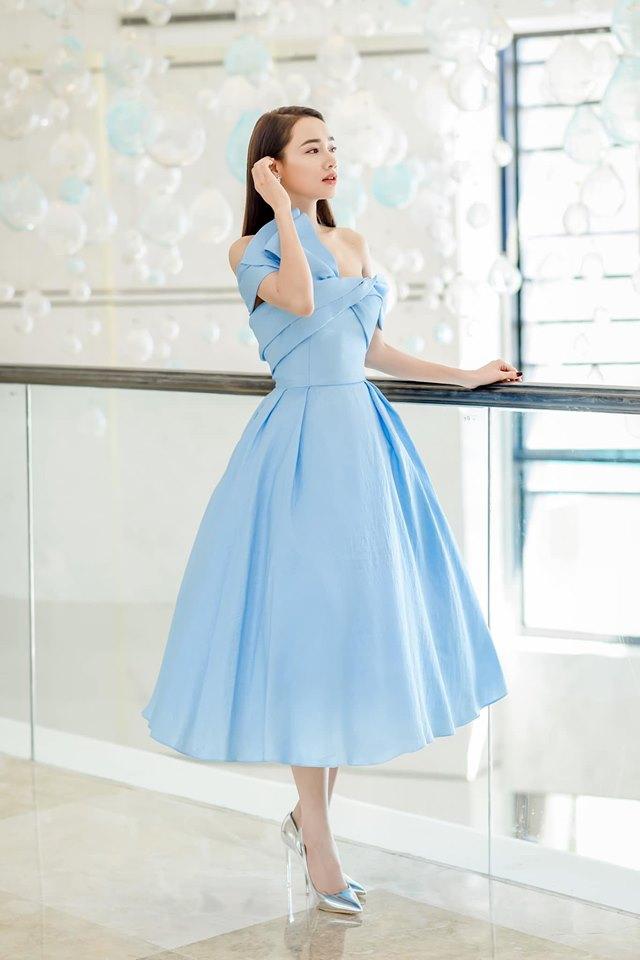 Nhã Phương gây thổn thức với chiếc váy trễ vai - 9