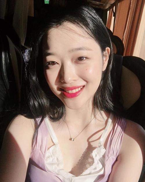 """""""Gái hư đẹp nhất xứ Hàn"""" mặt xinh, dáng nuột nà nhờ... thổi túi nilon - 4"""