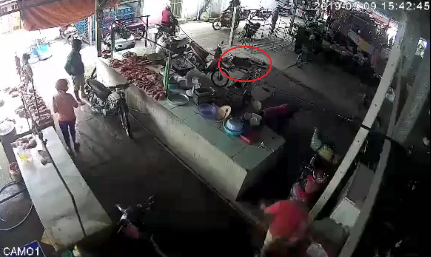 Lời kể chủ nhân đoạn clip ghi lại cảnh em tước dao, đâm tử vong người tấn công chị - 2
