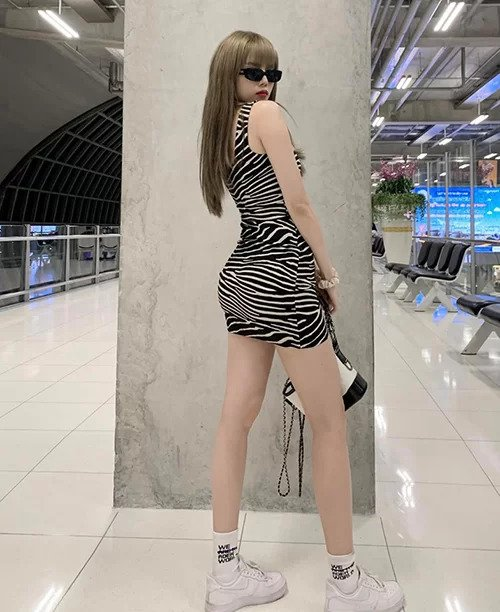"""Váy ngắn chẳng tày gang khoe chân dài, nuột của """"người yêu tin đồn"""" Sơn Tùng MTP - 9"""
