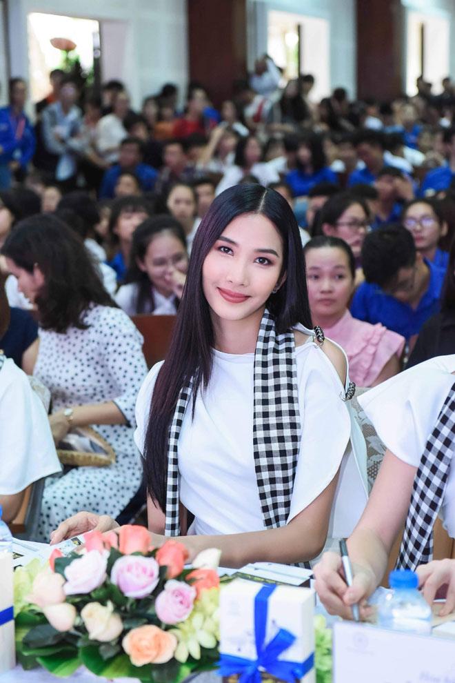 Các người đẹp hoa hậu mở đầu hành trình tặng sách đến Đồng bằng Sông Cửu Long - 3
