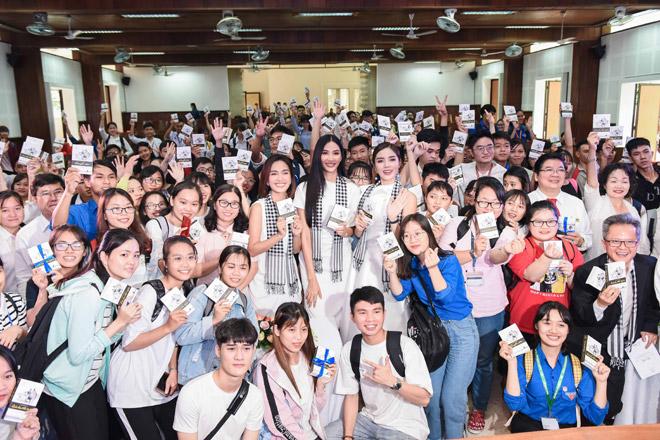 Các người đẹp hoa hậu mở đầu hành trình tặng sách đến Đồng bằng Sông Cửu Long - 6